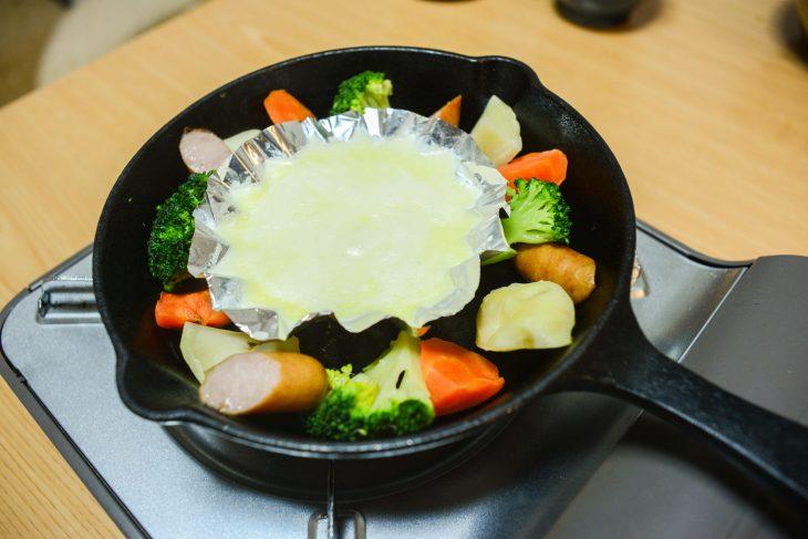 【スキレットで簡単チーズフォンデュ】キャンプやBBQにおすすめ!